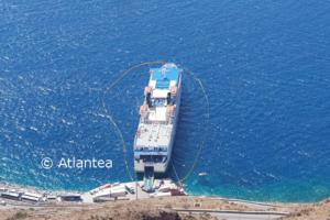 Σαντορίνη: Αυτό είναι το πλοίο «Olympus» που ακινητοποιήθηκε μετά από καταγγελία – Τι διαπίστωσαν οι δύτες [pics]