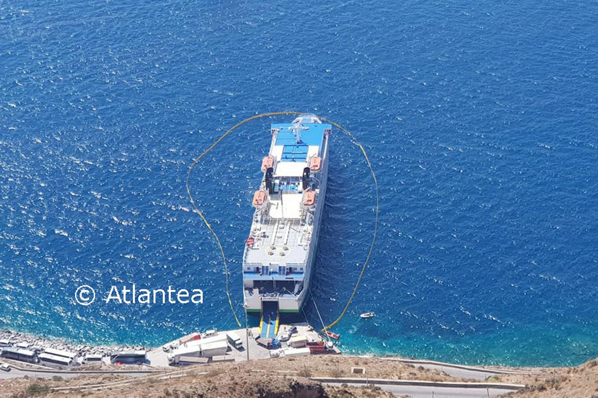 """Σαντορίνη: Αυτό είναι το πλοίο """"Olympus"""" που ακινητοποιήθηκε μετά από καταγγελία – Τι διαπίστωσαν οι δύτες [pics]"""