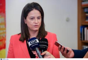 Υπουργός Παιδείας: Με ελάχιστη βάση η εισαγωγή στα ΑΕΙ