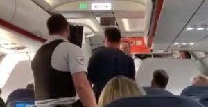 Τους πέταξαν έξω από το αεροπλάνο και οι επιβάτες πανηγύριζαν! [video]