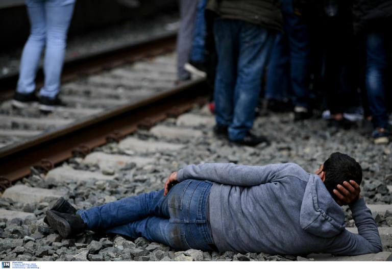 Θεσσαλονίκη: Μπλόκο σε τρένο που εκτελούσε το δρομολόγιο Αθήνα – Θεσσαλονίκη – Η υπομονή του οδηγού!