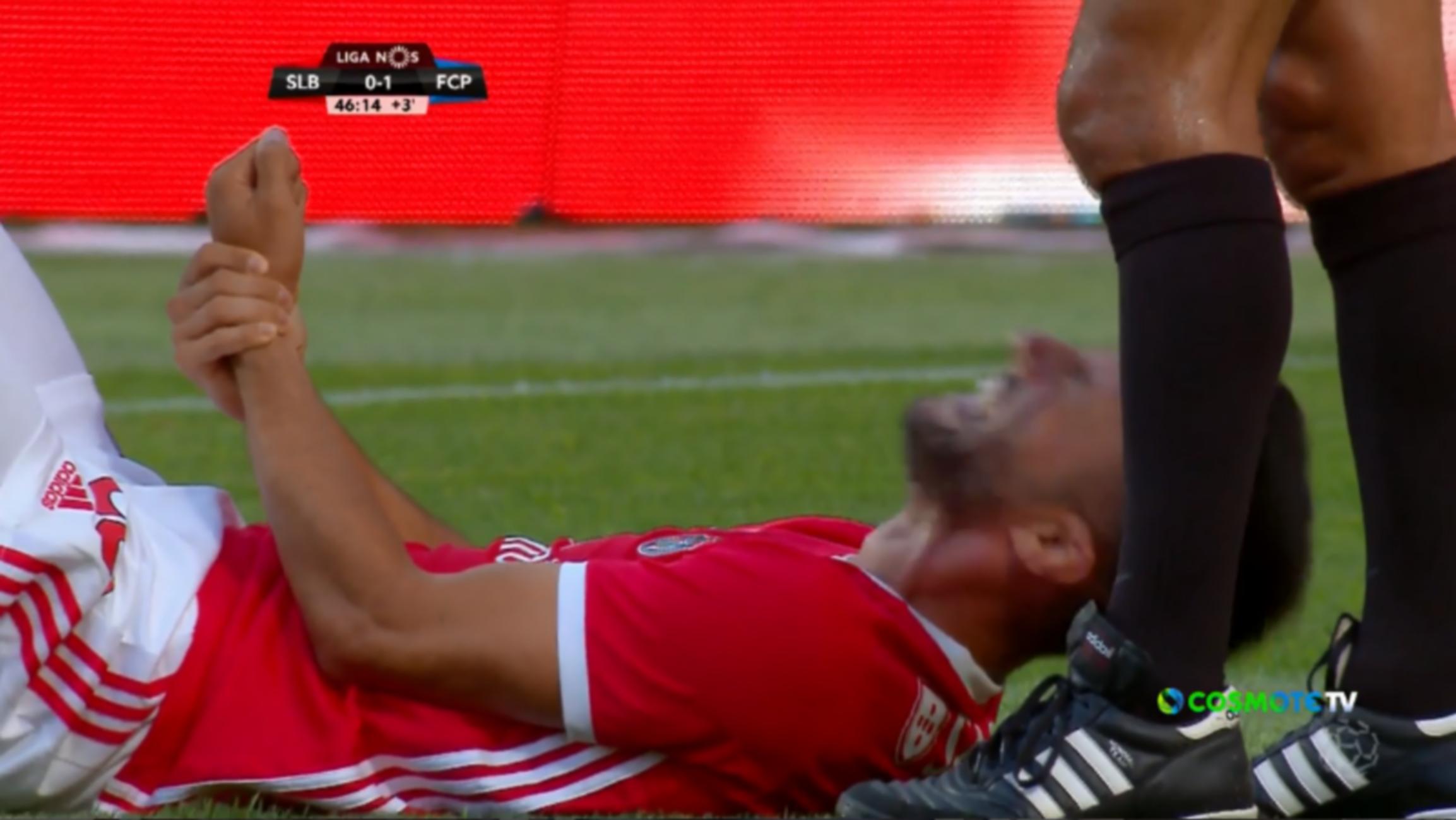 """Σοκαριστικός τραυματισμός για τον Σάμαρη! """"Σφάδαζε"""" στο χορτάρι ο διεθνής μέσος- video"""