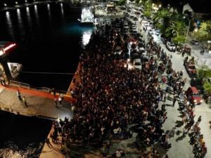 Σαμοθράκη: Επιτέλους φεύγουν με τα πλοία οι εγκλωβισμένοι