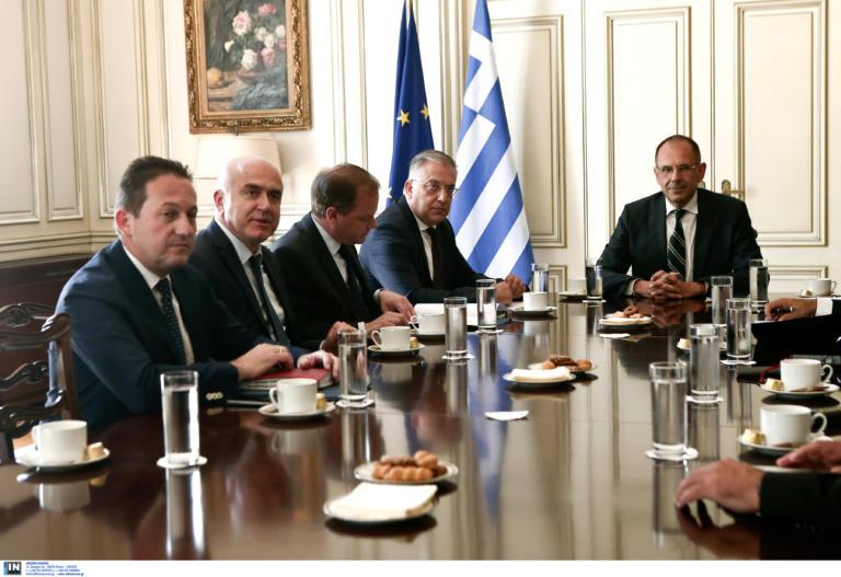 Σε εξέλιξη η διυπουργική σύσκεψη στο Μαξίμου για τη Σαμοθράκη