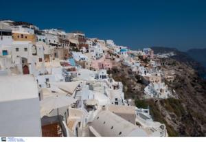 Μύκονος και Σαντορίνη πρωταγωνιστούν στις αφίξεις τουριστών φέτος