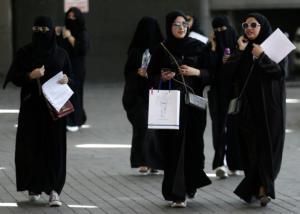 Σαουδική Αραβία: Οι γυναίκες ελεύθερες να ταξιδεύουν μόνες, χωρίς άδεια από άντρα