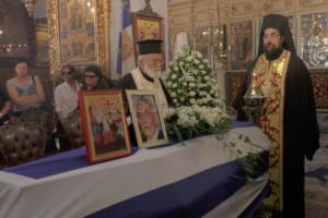 Μανώλης Σκουλάκης: Σπαραγμός στο τελευταίο αντίο – Γέμισε η εκκλησία 4 ώρες πριν την εξόδιο ακολουθία [pics]