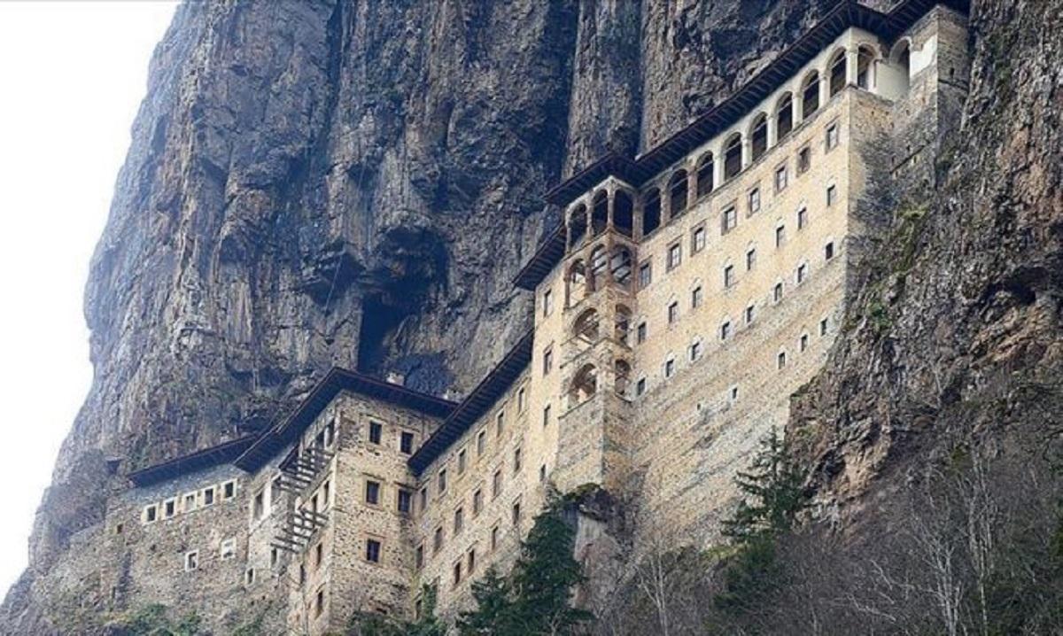Δεκαπενταύγουστος στην Παναγία Σουμελά: Το μήνυμα του Πατριάρχη Βαρθολομαίου – Λειτουργία μετά από έξι χρόνια