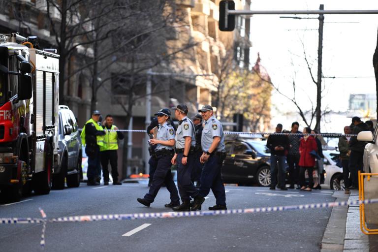 Νεαρός με μαχαίρι σκόρπισε τρόμο στο Σίδνεϊ – Μαχαίρωσε μια γυναίκα! Video