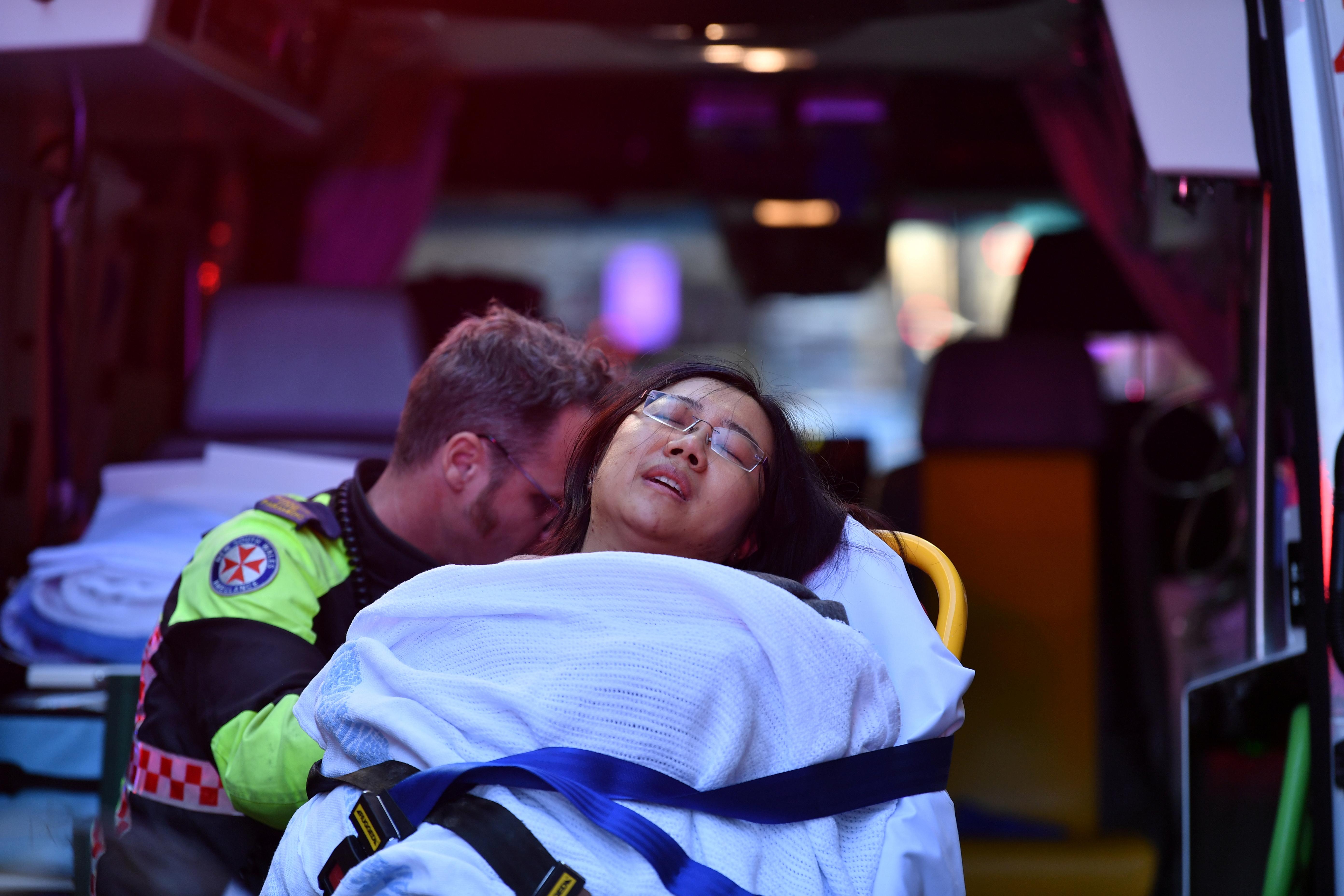 Μία νεκρή και μία τραυματίας από την επίθεση με μαχαίρι στο Σίδνεϊ [Pics, video]