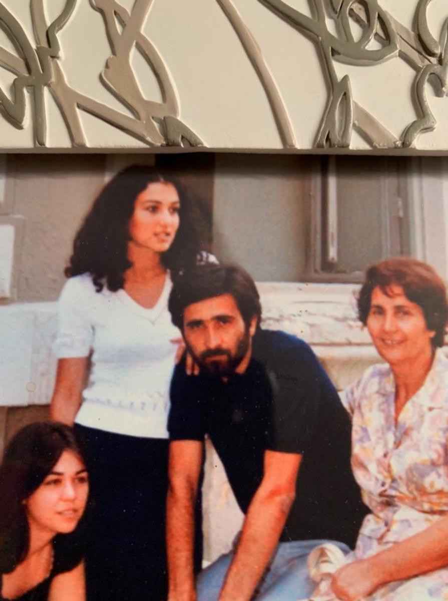 tasoula lazopoulou 2308 3 895x1200 - Λάκης Λαζόπουλος: Θρήνος για τον θάνατο της συζύγου του! Η γενναία μάχη και η επιθυμία της