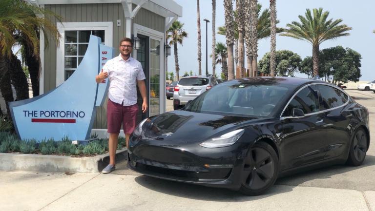 Διέσχισαν την Αμερική σε χρόνο ρεκόρ με ένα ηλεκτρικό Tesla [vid]