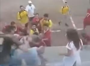 """Άγριο ξύλο στα Τρίκαλα! """"Έπαιξαν"""" μπουνιές σε φιλικό αγώνα – video"""