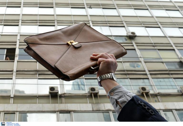 Βρήκε τσάντα με 320.000 ευρώ σε παγκάκι και την επέστρεψε στον ιδιοκτήτη του!