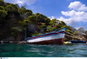 Αναποδογύρισε βάρκα στις Πρέσπες! Αστυνομικοί έσωσαν τρεις άνδρες