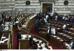 Θύελλα στη Βουλή – Αποχώρησαν ΣΥΡΙΖΑ, ΚΚΕ, ΜέΡΑ25, ΚΙΝΑΛ και Ελληνική Λύση