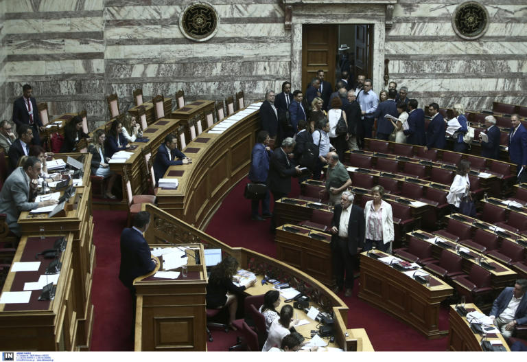 Θύελλα στη Βουλή – Αποχώρησαν ΣΥΡΙΖΑ, ΚΚΕ, ΜέΡΑ25