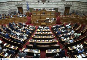 «Θύελλα» στη Βουλή για τα νομοσχέδια με μορφή κατεπείγοντος