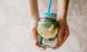 Υπάρχουν οφέλη από την αποτοξίνωση με εμπλουτισμένο νερό; – Όλη η αλήθεια!