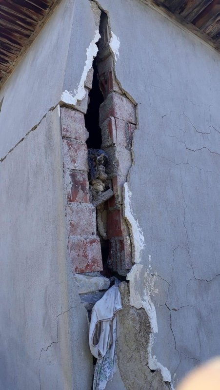 Σεισμός στην Τουρκία: Κατέρρευσαν οροφές και τοίχοι! [Pics, video]