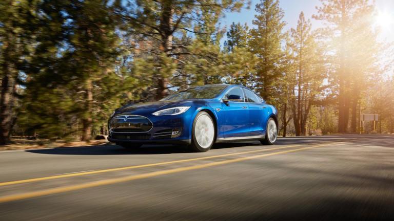 Η Tesla ειρωνεύεται τις επιδόσεις της Porsche Taycan