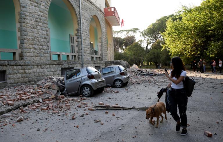 Αλβανία: Διαλυμένα σπίτια, σμπαραλιασμένα αυτοκίνητα και δεκάδες τραυματίες – video