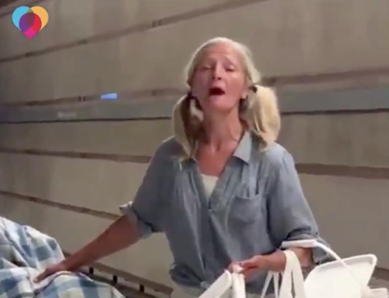 Η άστεγη σοπράνο που συγκλόνισε τον κόσμο [video]