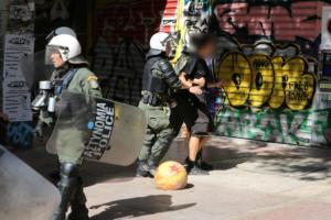 Εξάρχεια: 11 προσαγωγές και μία σύλληψη για ναρκωτικά σε νέα επιχείρηση της ΕΛΑΣ