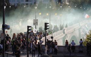 """Επεισόδια στο Παρίσι στην πορεία για το κλίμα – Τα """"έσπασαν"""" οι Black Blocks!"""