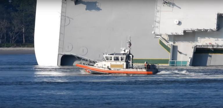 Τζόρτζια: Θρίλερ με πλοίο που έχει πάρει κλίση 90 μοιρών! video