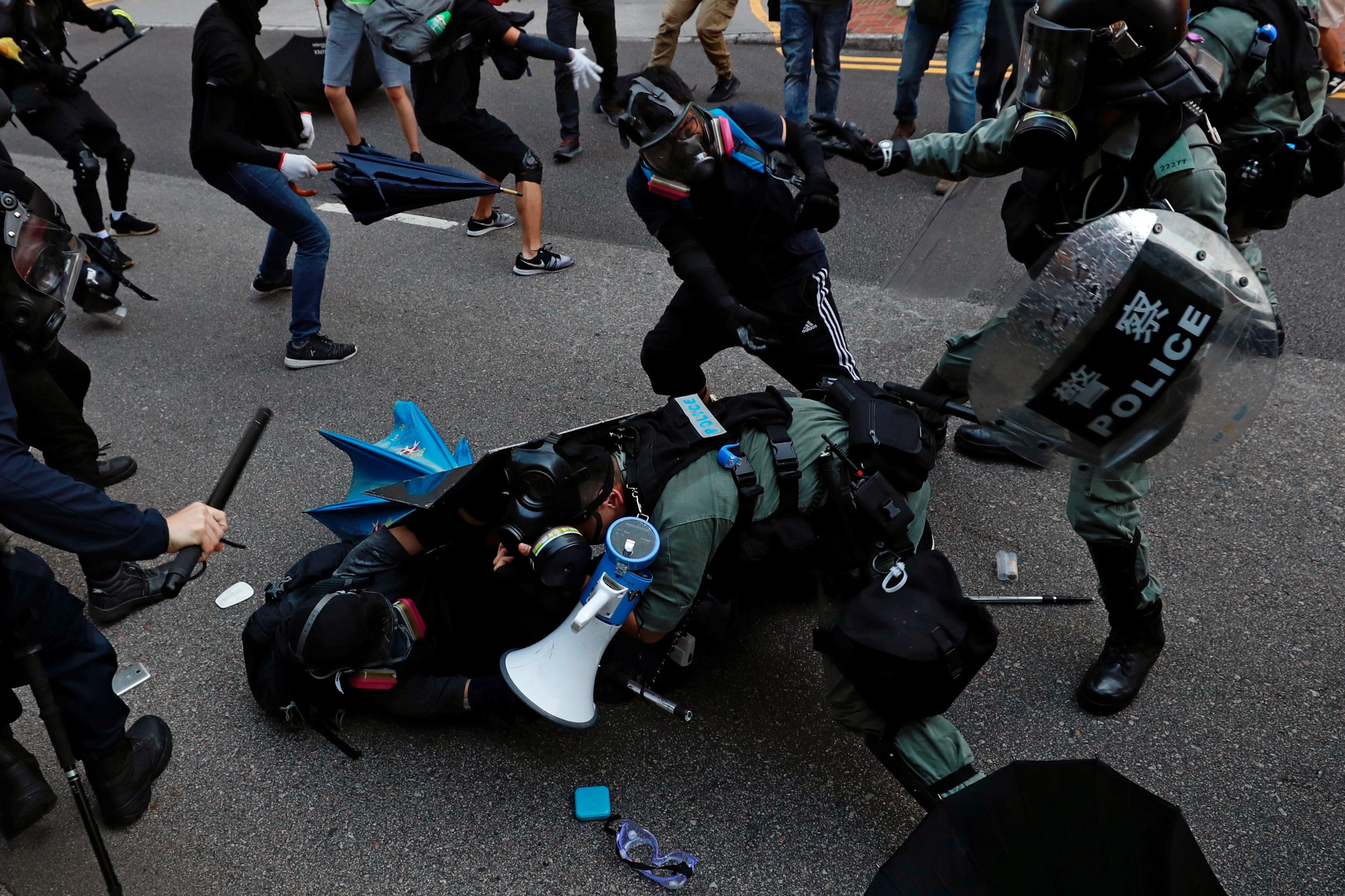 Χονγκ Κονγκ: Ένταση, δακρυγόνα και βόμβες μολότοφ σε αντικυβερνητική διαδήλωση!