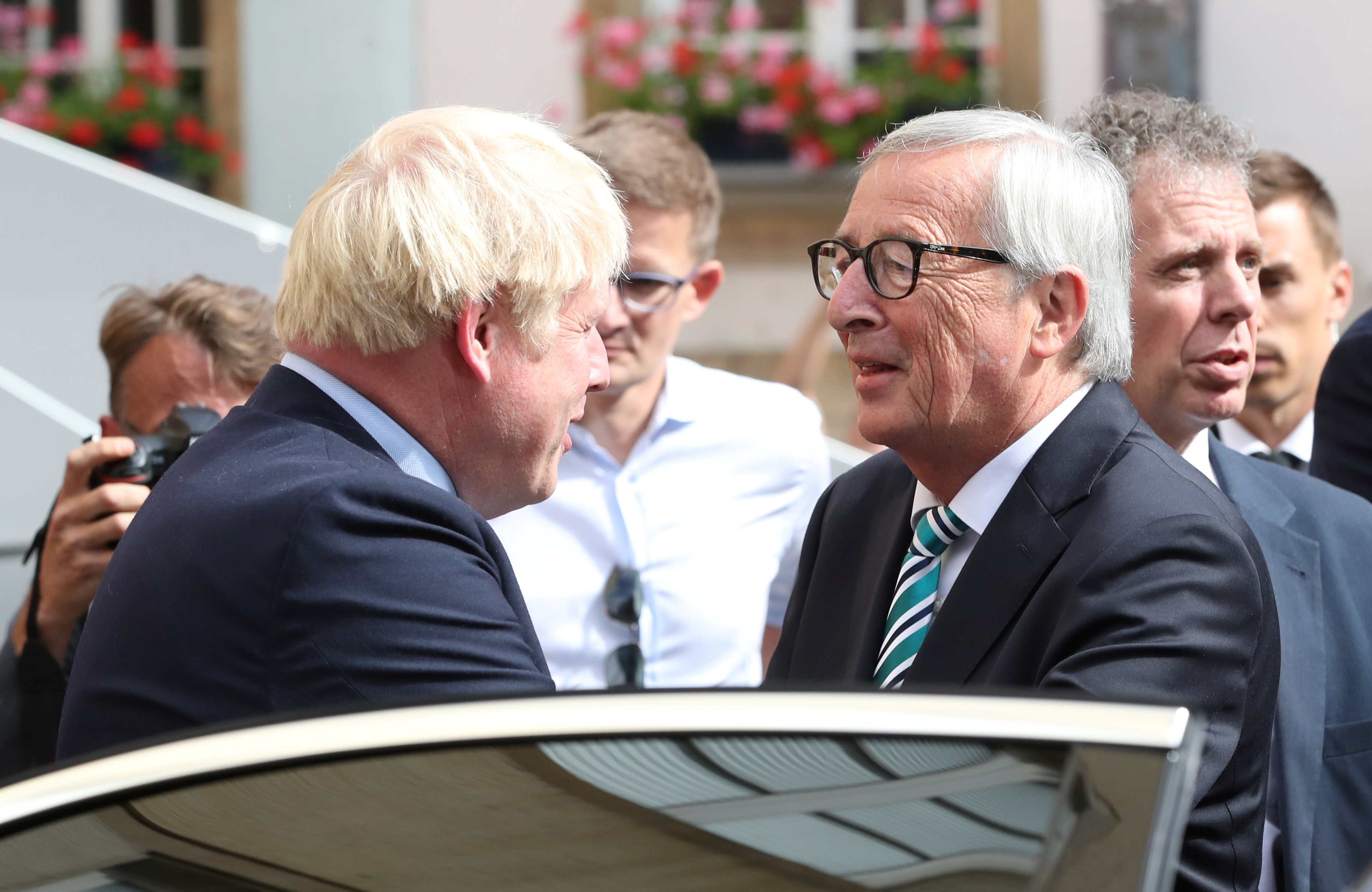 """Γιούνκερ: """"Πλησιάζουμε σε συμφωνία εξόδου της Βρετανίας"""" - """"Δεν... κολλάω στο backstop""""!"""