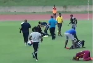 """Τους """"χτύπησε"""" κεραυνός! Το απίστευτο περιστατικό σε ποδοσφαιρικό αγώνα – video"""