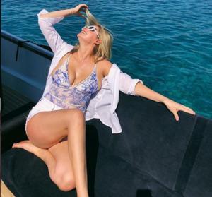 Το σούπερμοντελ Kate Upton κάνει διακοπές στην Ελλάδα!