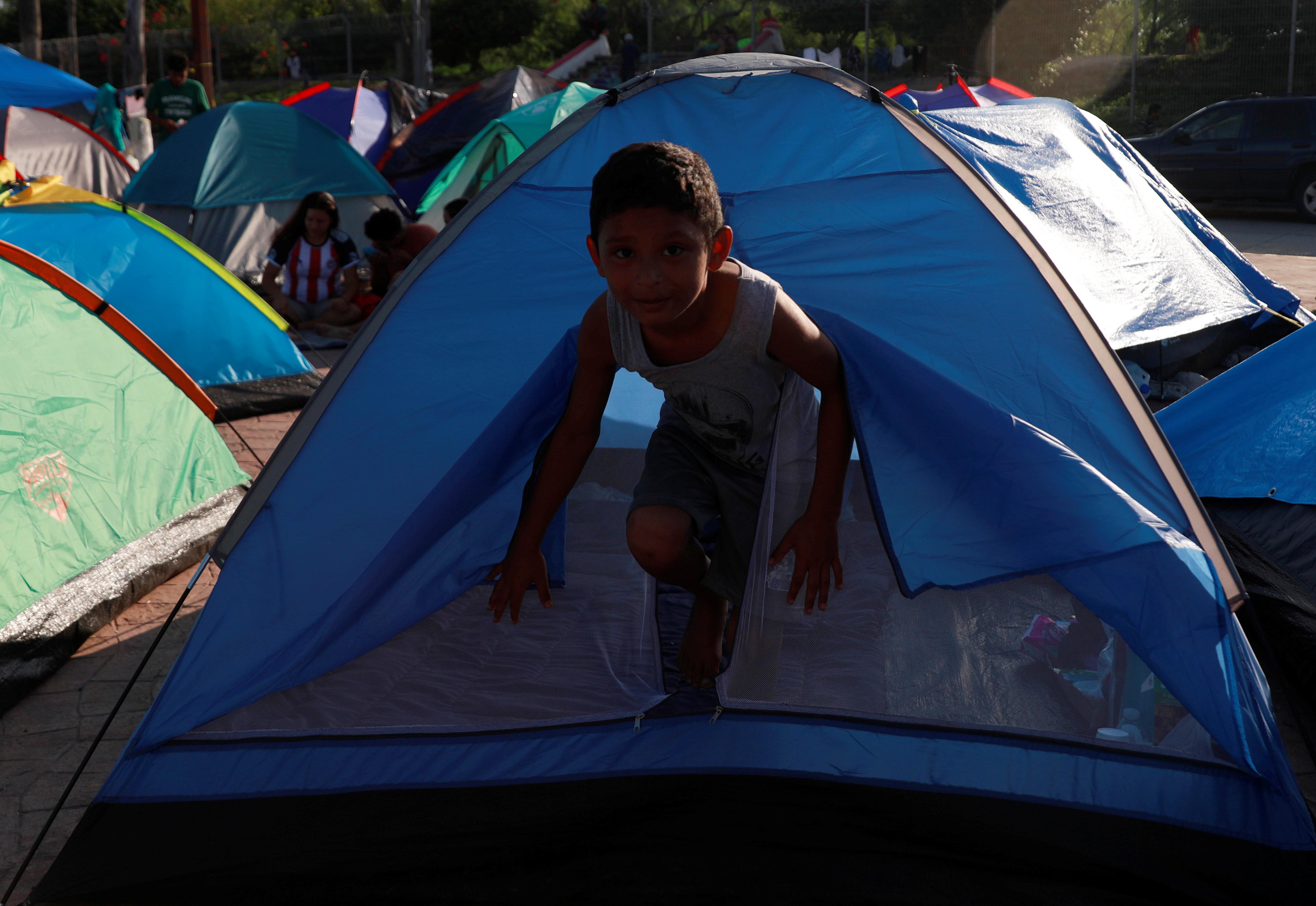 Συμπονούν τους πρόσφυγες από... μακριά οι Έλληνες - «Οι μετανάστες κάνουν κακό στη χώρα» πιστεύει η πλειοψηφία