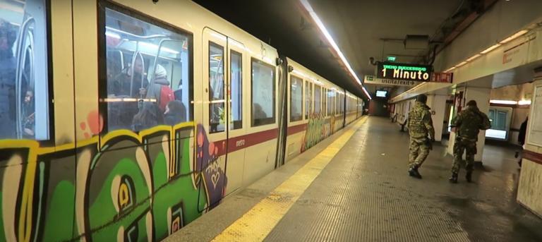 Ρώμη: Θρίλερ με μαχαιριές και πυροβολισμούς στο μετρό!