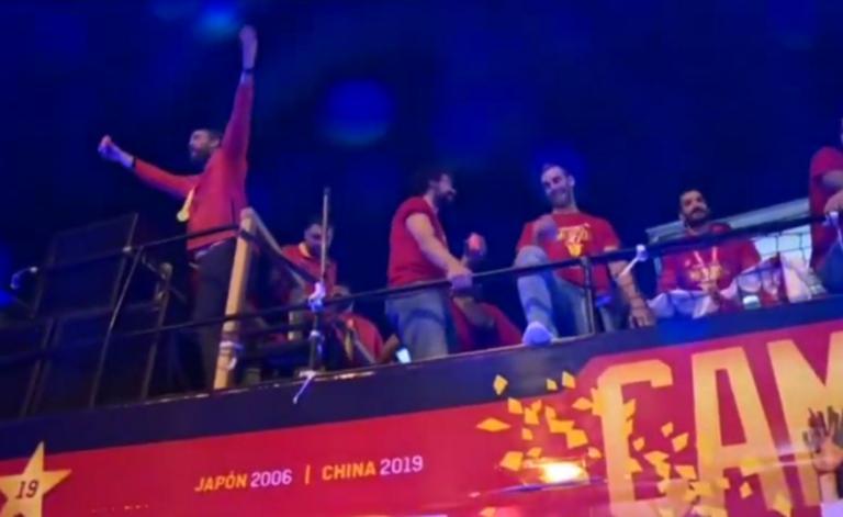 """Εθνική Ισπανίας: Πάτησαν… Μαδρίτη οι Παγκόσμιοι πρωταθλητές! Η """"παρέλαση"""" των θριαμβευτών"""