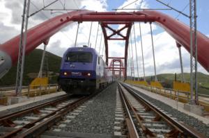 ΤΡΑΙΝΟΣΕ: Φωτιά στις γραμμές των τρένων στον Ασπρόπυργο