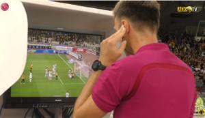 ΑΕΚ – ΠΑΟΚ: Στην παρακάμερα η στιγμή του VAR στο γκολ του Μάνταλου!