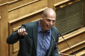 """Βαρουφάκης: Διμέτωπη επίθεση κατά ΝΔ και ΣΥΡΙΖΑ – """"Όλα τα γεράκια της υφηλίου χτυπάνε τον Γαβρά""""!"""