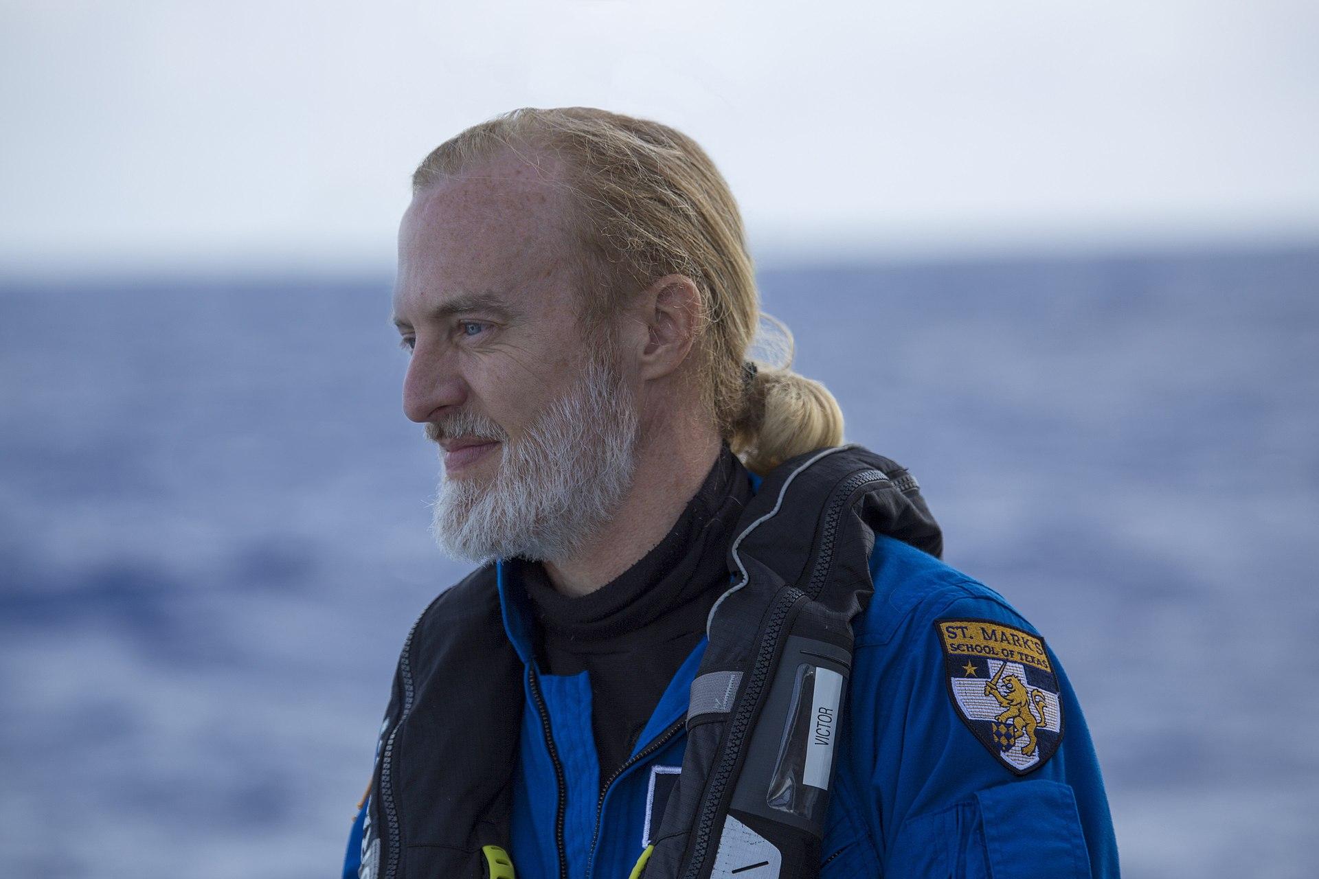 Αυτός είναι ο πρώτος άνθρωπος που επισκέφθηκε τα βαθύτερα σημεία και των πέντε ωκεανών