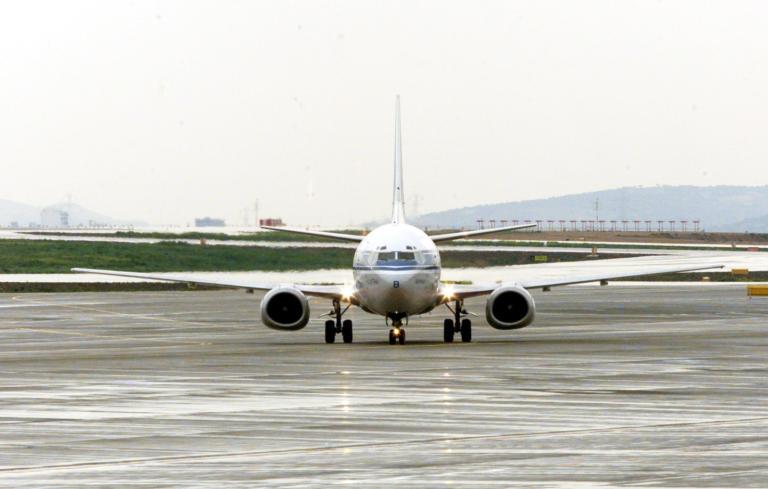 """Ηράκλειο: Σκηνές απείρου κάλλους στο αεροδρόμιο """"Καζαντζάκης"""" – Τους κούφανε μετά την προσγείωση του αεροπλάνου!"""