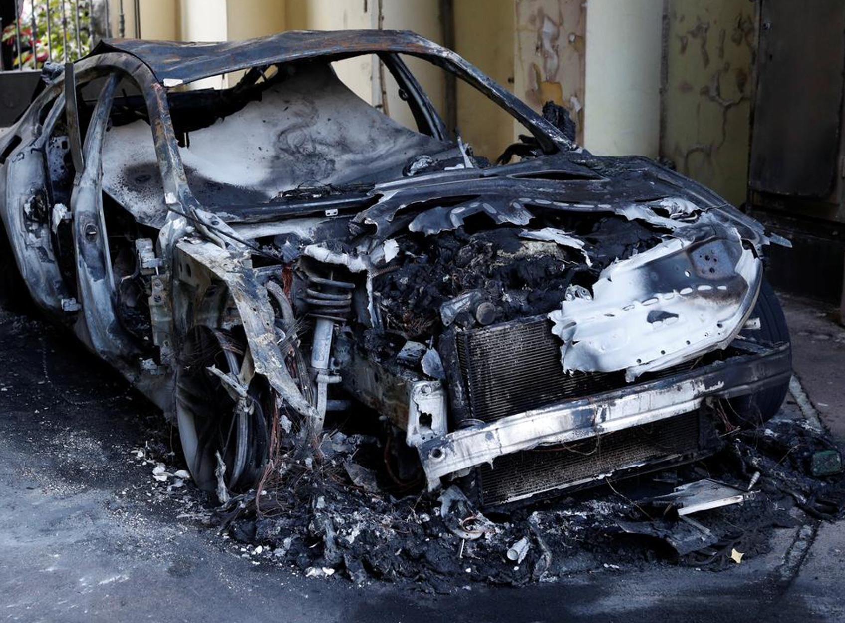 """""""Θρίλερ"""" με το απανθρακωμένο πτώμα σε αυτοκίνητο – Σε έναν 35χρονο ανήκουν οι πινακίδες"""