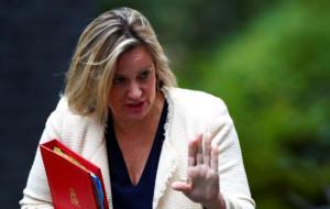 Νέο πλήγμα για τον Μπόρις Τζόνσον – Παραιτήθηκε η υπουργός Εργασίας Άμπερ Ραντ