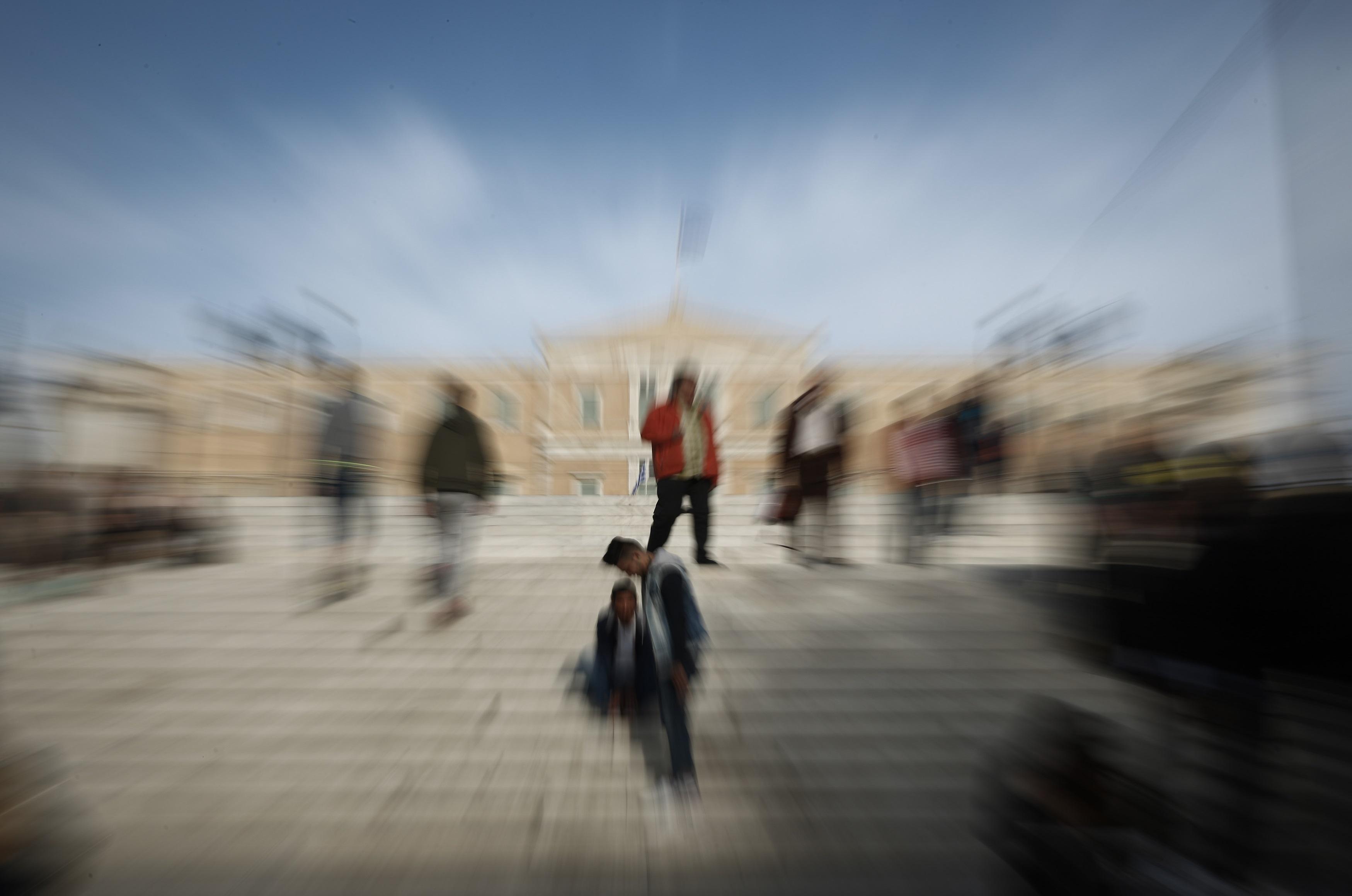 Στο 17% μειώθηκε η ανεργία στην Ελλάδα τον Ιούνιο - Πρωταθλητές... Ευρώπης τα Ελληνόπουλα!