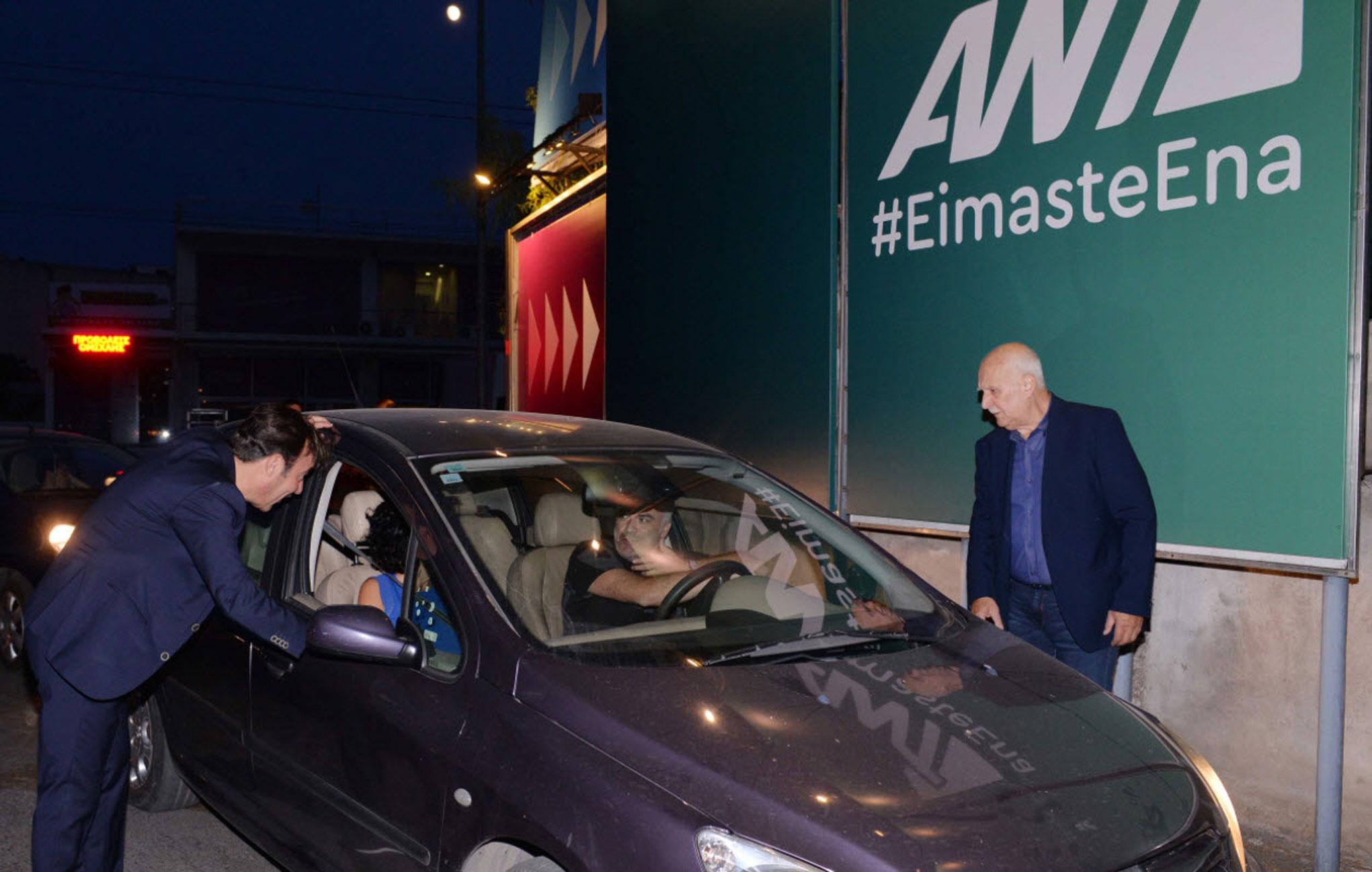 Παρουσίαση προγράμματος με πολλές εκπλήξεις! Ο Παπαδάκης παρκαδόρος και ο Χατζηνικολάου μπάρμαν! [pics]   Newsit.gr
