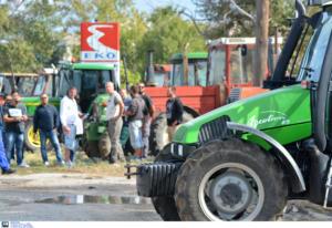 Λάρισα: Συλλαλητήριο με τρακτέρ στο κόμβο του Πλατυκάμπου