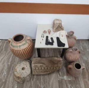 Μεσαρά: Ο έλεγχος σε οδηγό έβγαλε «λαβράκι» – Τον τσάκωσαν με όπλα και έναν… αρχαιολογικό θησαυρό