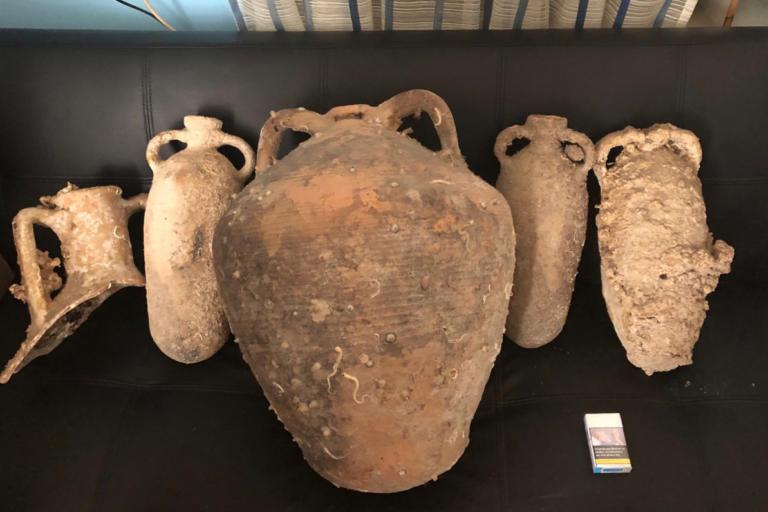 Κάλυμνος: Τον έπιασαν με αρχαίους αμφορείς! [pic]