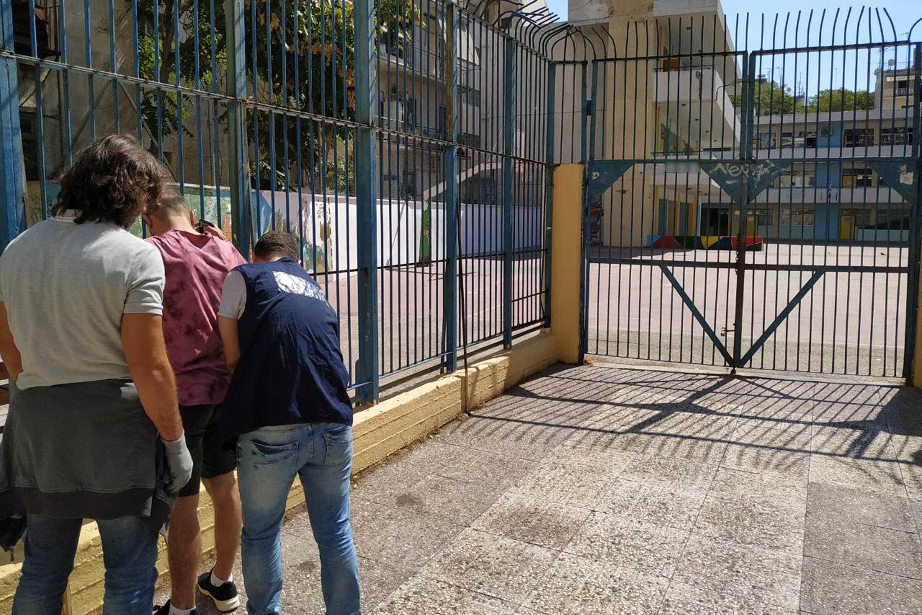 Έλεγχοι της ΕΛΑΣ έξω από σχολεία της Αθήνας για ναρκωτικά - Έγιναν 24 προσαγωγές! [pics]